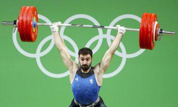 Στο μεγαλείο ψυχής που επέδειξε ο Θοδωρής Ιακωβίδης, ο οποίος με δάκρυα στα μάτια έβαλε τέλος στην καριέρα του στην άρση βαρών μετά την εμφάνισή του στους Ολυμπιακούς Αγώνες 2020 υποκλίνεται το Twitter.
