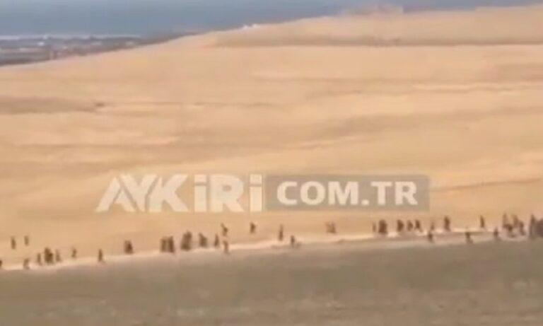 Toύρκοι: Δεχόμαστε εισβολή από Αφγανούς υποστηρίζουν πολλοί τουρκικοί λογαριασμοί στα μέσα κοινωνικής δικτύωσης, μετα τα πλάνα με Αφγανούς πρόσφυγες να συρρέουν στην Τουρκία.