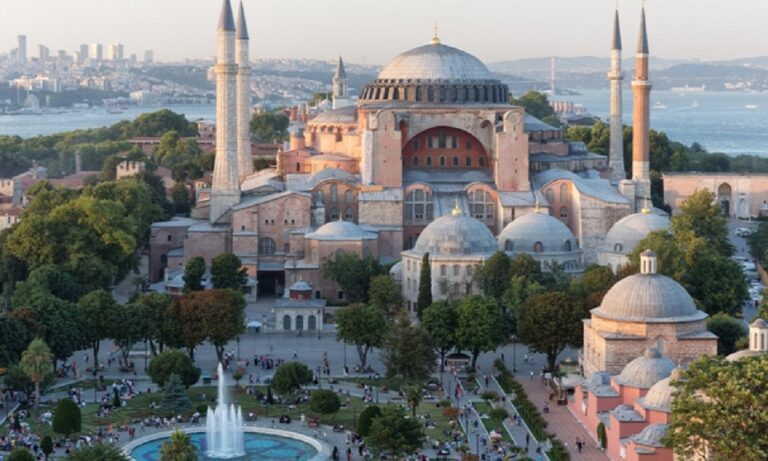 Κινήσεις για την αθλιότητα της Τουρκίας και του Ρετζέπ Ταγίπ Ερντογάν να μετατρέψουν το σύμβολο του χριστιανισμού την Αγιά Σοφιά σε τζαμί, κάνει η UNESCO.