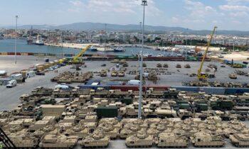 Αλεξανδρούπολη: Δύο αμερικανικά πλοία έφτασαν την Τετάρτη στην πόλη του Έβρου, προκειμένου να φορτώσουν και να ξεφορτώσουν άρματα.
