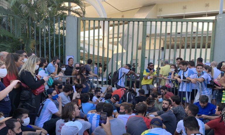Copa America: Ποια μέτρα; Πανικός στο «Μαρακανά» με εκατοντάδες θεατές στις πύλες! (vid)