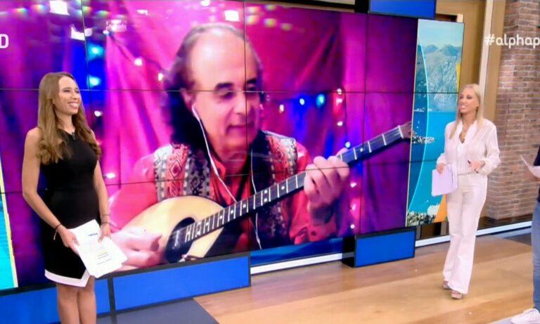 Αυτός είναι ο Έλληνας που τραγουδά ελληνικά τραγούδια στα κινέζικα και ζει στον Καναδά!