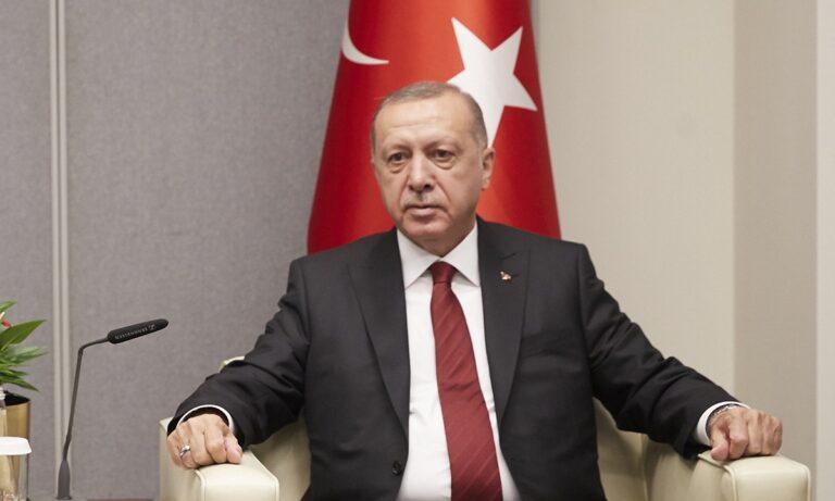 Ερντογάν: Κοιμήθηκε ενώ μιλούσε – Ανησυχία για την υγεία του (vid)