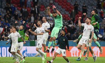 Euro 2020: Η Ιταλία κατάφερε να πάρει τελικά την πρόκριση, επικρατώντας επί του Βελγίου με 2-1, σε μία συνάντηση «γιγάντων». Τα πανηγύρια στο τέλος του αγώνα και το σπουδαίο ρεκόρ.