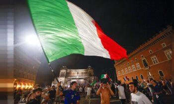 Η Ιταλία έγινε η πρώτη χώρα που σηκώσει το Euro, ενώ λίγους μήνες νωρίτερα είχε πανηγυρίσει τη νίκη της στον Ευρωπαϊκό Διαγωνισμό Τραγουδιού της Eurovision.