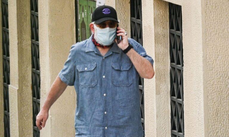 Ο Πέτρος Φιλιππίδηςπραγματοποίησε την πρώτη του δημόσια εμφάνιση μετάτη δίώξη που του έχει ασκηθεί για ένα βιασμό και δύο απόπειρες.