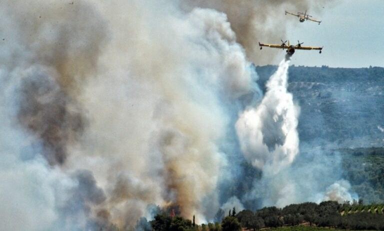 Φωτιά σε αγροτική και δασική έκταση στο Καλέντζι Κορινθίας