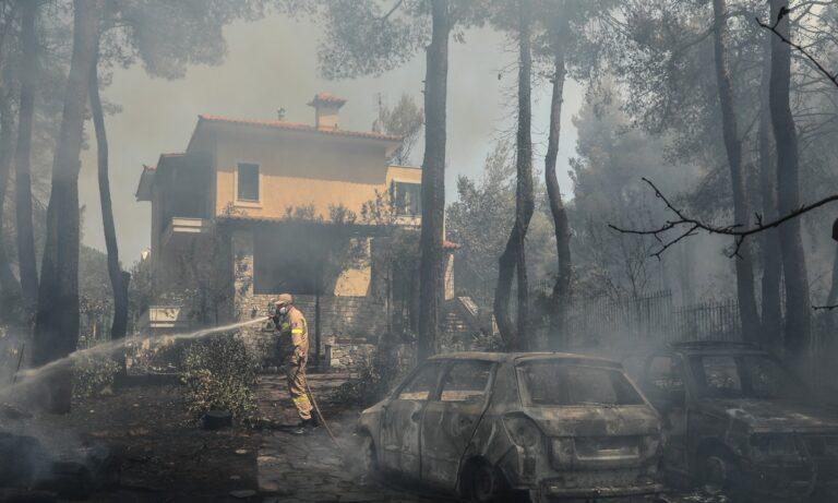 Φωτιά στη Σταμάτα: Σε ύφεση η πυρκαγιά – Διάσπαρτες μικροεστίες