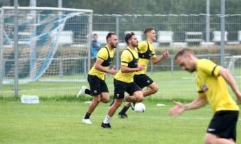 Οι ποδοσφαιριστές της ΑΕΚ επέστρεψαν σήμερα στις προπονήσεις στα Σπάτα, μετά το χθεσινό ρεπό που έδωσε ο Βλάνταν Μιλόγεβιτς.