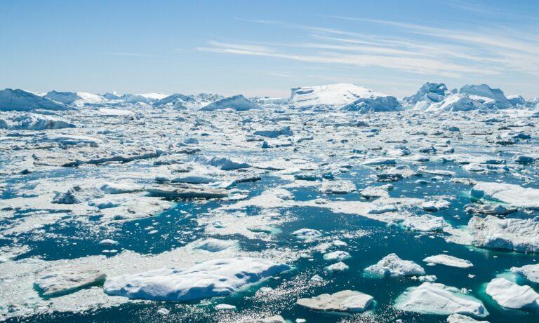 Κλιματική αλλαγή: Συναγερμός στη Γροιλανδία – Λιώνουν οι πάγοι!