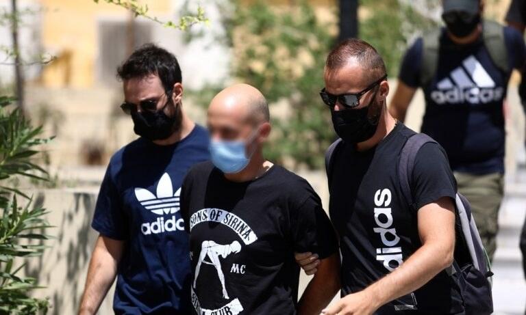 Ηλιούπολη: Προφυλακιστέοι ο αστυνομικός και ο πατέρας της 19χρονης