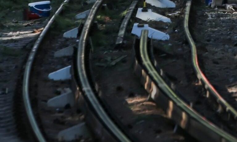 Καύσωνας: Στράβωσαν οι ράγες του τρένου από τη ζέστη στην Αθήνα