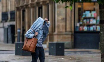 Αγγλία: Τρεις εβδομάδες συνεχούς βροχόπτωσης (καταιγίδα Evert έχει ονομαστεί), αναμένεται να βιώσουν οι κάτοικοι μες στο κατακαλόκαιρο.