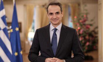 Ο Κυριάκος Μητσοτάκης στη συνεδρίαση του υπουργικού συμβουλίου, μέσω τηλεδιάσκεψης ανακοίνωσε την αύξηση του κατώτατου μισθού κατά 13 ευρώ.