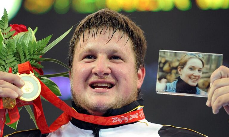 Ολυμπιακοί Αγώνες: Ο αθλητής που τη μια χρονιά κόντεψε να σκοτωθεί και την επόμενη κέρδισε για χάρη της νεκρής γυναίκας του