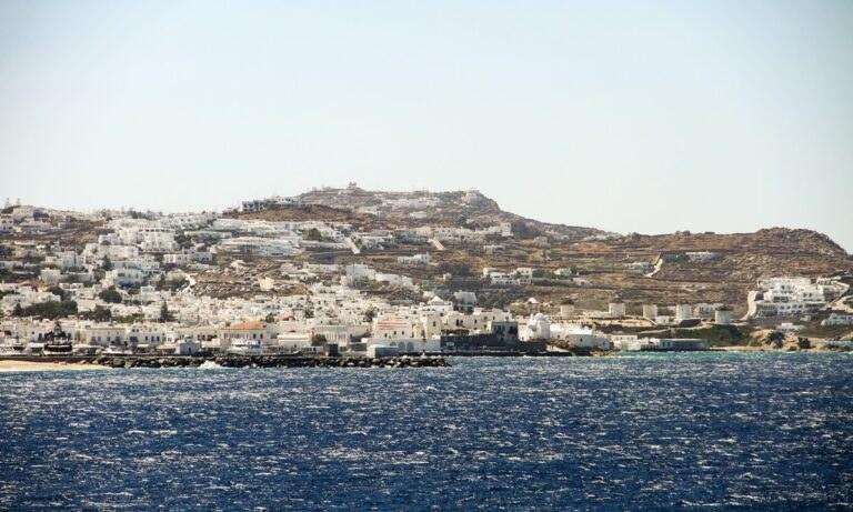 Κορονοϊός: Μύκονος και Ίος… αγγίζουν το lockdown – Ποια είναι τα άλλα έξι νησιά που κινδυνεύουν