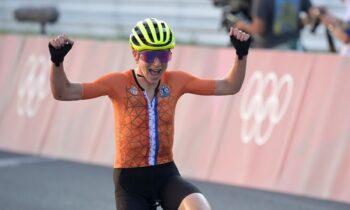 Ολυμπιακοί Αγώνες 2020: Η Ολλανδέζα Ανέμιεκ φαν Φλούτεν πανηγύρισε θεωρώντας πως έχει κατακτήσει το χρυσό μετάλλιο στην ποδηλασία, όμως η Άννα Κισενχόφερ είχε...αντίθετη άποψη.