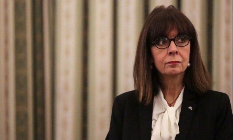 Κατερίνα Σακελλαροπούλου: Χωρίς στρατιωτική μπάντα η ΠτΔ, θα γιορτάσει τη Δημοκρατία σε μια περίοδο που δεν θυμίζει Δημοκρατία