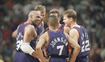 Οι Φίνιξ Σανς επιστρέφουν σε τελικό μετά από 28 χρόνια και συγκεκριμένα μετά την αξέχαστη αναμέτρηση με τους Σικάγο Μπουλς του 1993.