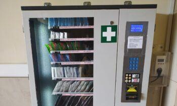 Απίστευτο και δυστυχώς ελληνικό. Στο σταθμό της ιταλικής ΤΡΑΙΝΟΣΕ στην Αθήνα (Σταθμός Λαρίσης) υπάρχει μηχάνημα αυτόματης αγοράς αντισηπτικών.