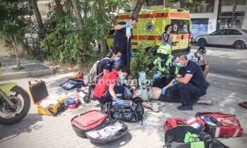 Στη Θεσσαλονίκη, άνδρες του ΕΚΑΒ, έπειτα από σωτήρια επέμβασή τους, επανάφεραν στη ζωή 36χρονο που είχε πάθει ανακοπή καρδιάς.