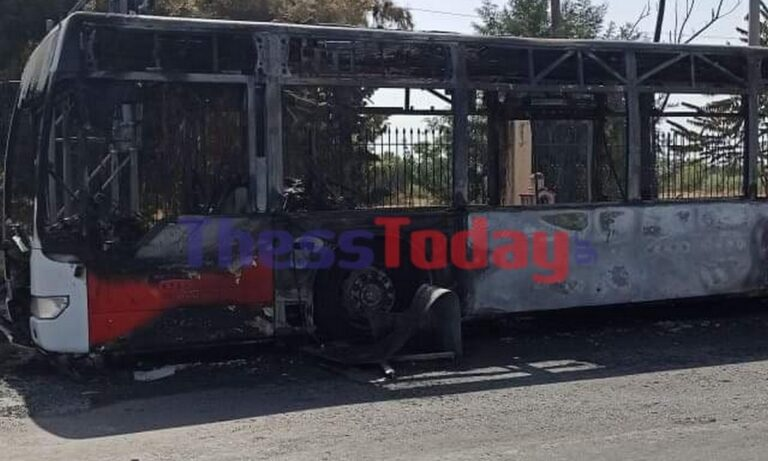 Θεσσαλονίκη: Λεωφορείο του ΟΑΣΘ έπιασε φωτιά κοντά στα ΙΚΕΑ