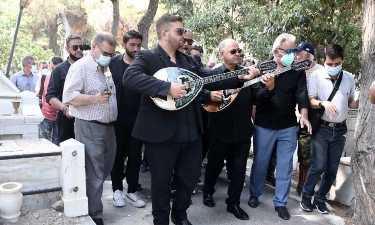 Τόλης Βοσκόπουλος: Ο χαμός του, από ανακοπή καρδιάς στα 81 του χρόνια, προκάλεσε θλίψη στον καλλιτεχνικό κόσμο (και όχι μόνο) της χώρας.