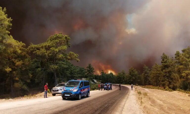 Τουρκία: Καίγεται η γειτονική χώρα – Άφαντα τα πυροσβεστικά αεροπλάνα