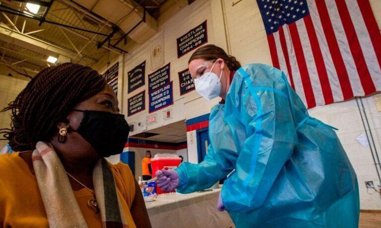 ΗΠΑ: Οι πλήρως εμβολιασμένοι μεταδίδουν τη μετάλλαξη Δέλτα όπως και οι ανεμβολίαστοι