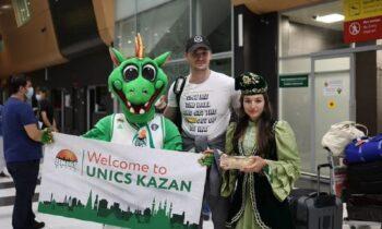 Ο Μάριο Χεζόνια έφτασε στο Καζάν, τον υποδέχθηκαν με παραδοσιακές φορεσιές και ταυτόχρονα από την Ούνικς εστάλη ένα μήνυμα στον Παναθηναϊκό