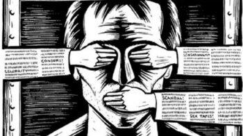 Μια ιδιότυπη μορφή απαγόρευσης πάει να επιβληθεί στην Ελλάδα με την κατακραυγή της άποψης των πολιτών μέσω υποτιμητικών κι απαξιωτικών σχολίων περί της πνευματικής επάρκειας όσων τολμούν να εκφραστούν.