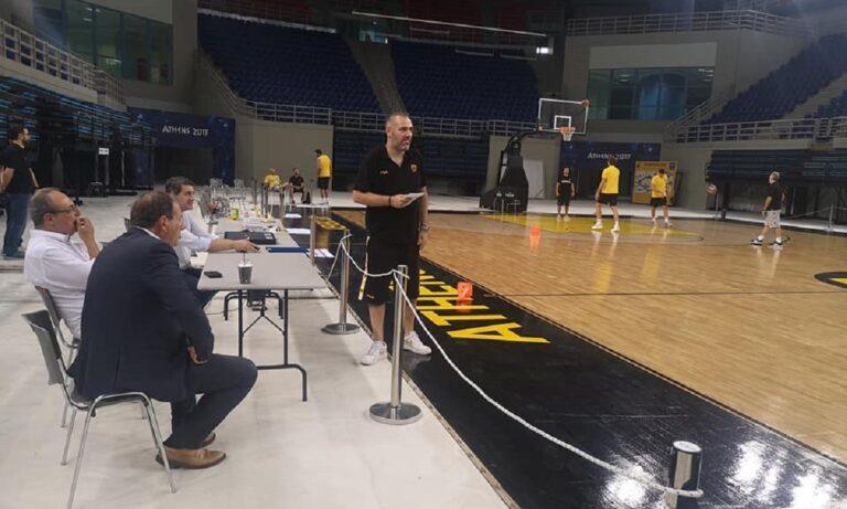 ΑΕΚ: Ο Μάκης Αγγελόπουλος στα Λιόσια, γνωριμία με τους παίκτες (Pics)