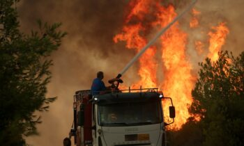 Φωτιά Αττική: Αμέτρητες φωτιές μπήκαν τις τελευταίες ημέρες σε όλη τη χώρα και πολλοί υποστηρίζουν ότι πρόκειται για εμπρησμούς. Εκάλη