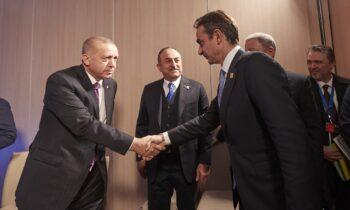 Τηλεφωνική επικοινωνία θα έχουν Κυριάκος Μητσοτάκης και Ταγίπ Ερντογάν προκειμένου να αντιμετωπιστούν οι προσφυγικές ροές από το Αφγανιστάν.