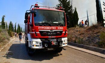 Ένα ακόμη πύρινο «μέτωπο» καλείται να αντιμετωπίσει η πυροσβεστική καθώς υπάρχει φωτιά στο Λαύριο.