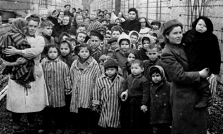 Σαν Σήμερα: H ημέρα μνήμης των Ρομά που… έφυγαν στο Ολοκαύτωμα
