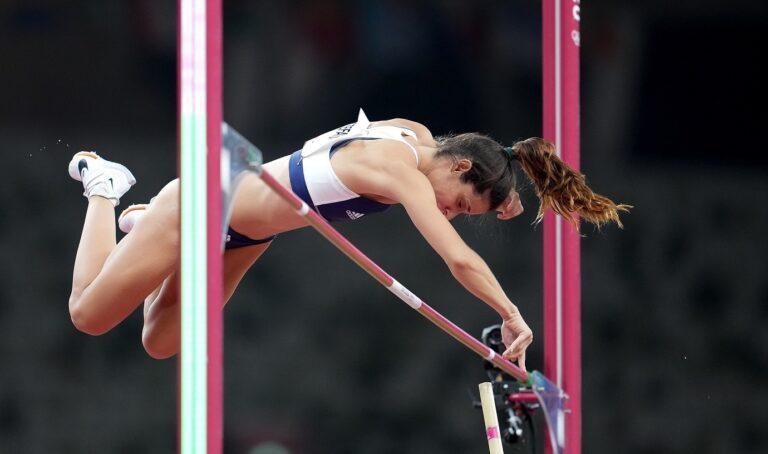 Ολυμπιακοί Αγώνες 2020- Στίβος: Η Κατερίνα Στεφανίδη 4,80μ. με τη δεύτερη- Αγκαλιάζει το μετάλλιο