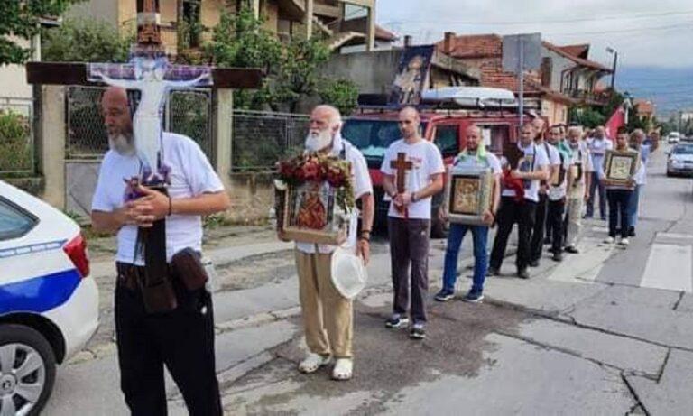 Απο τη Σερβία στο Άγιο Όρος περπατώντας – Η πίστη τους ορόσημο για όλους