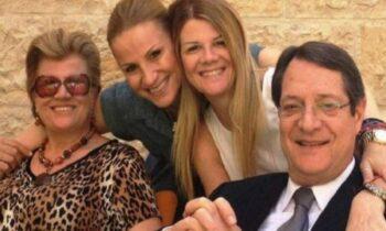 Κύπρος: Φήμες που κυκλοφόρησαν τις τελευταίες ημέρες στα μέσα κοινωνικής δικτύωσης, ήθελαν τις Έλσα και Ινώ Αναστασιάδη να νοσούν με Covid-19.