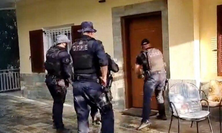 Φωτιά Βαρυμπόμπη: Πόρτα πόρτα η Άμεση Δράση για τους εγκλωβισμένους!