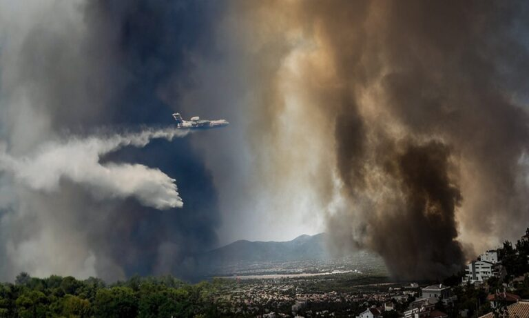 Φωτιά Βαρυμπόμπη: Πνίγηκε από τους πυκνούς καπνούς η Αττική! (pics)