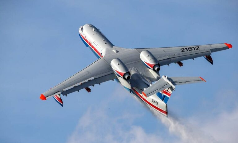Ακόμη ένα πυροσβεστικό αεροσκάφος Beriev ζητά από τη Ρωσία η Ελλάδα, μετά και την αποτελεσματική συνεισφορά του γιγαντιαίου αεροσκάφους στην κατάσβεση των πυρκαγιών.