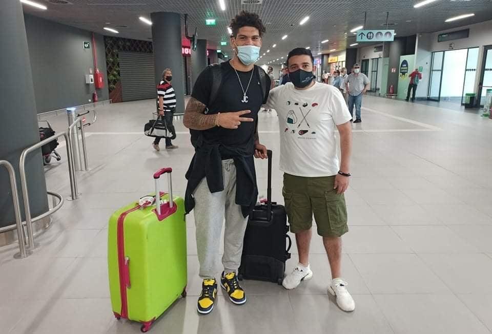 Τον Τζαρόν Κάμπερλαντ υποδέχθηκε το μεσημέρι της Κυριακής (29/8) η ΚΑΕ Άρης καθώς ο 23χρονος Αμερικανός φόργουορντ έφτασε στη Θεσσαλονίκη.