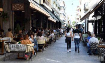 Κορονοϊός σήμερα - νέα μέτρα: Αυτά ισχύουν σε θέατρα, σινεμά, μπαρ, εστίαση και χώρους διασκέδασης
