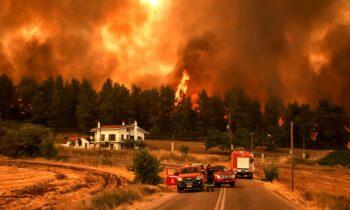 Απίστευτη καταγγελία: Καήκαμε από πυροσβέστες που δήλωναν ότι αυτά τα σπίτια θα καούν επειδή είναι παράνομα