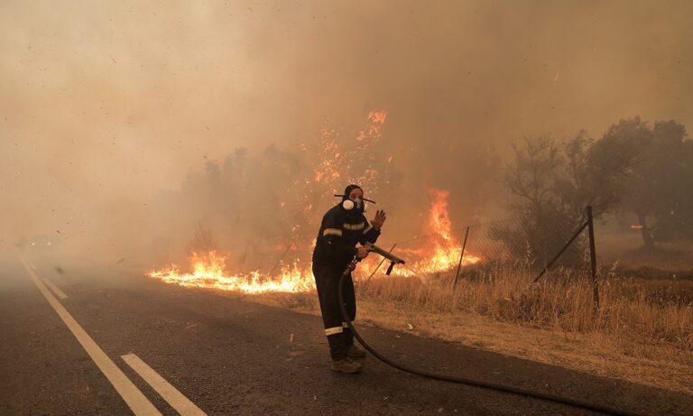 Φωτιά Βαρυμπόμπη: Διακόπηκε και πάλι η κίνηση στην Εθνική Οδό