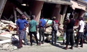 Όπως μεταδίδουν ξένα μέσα τουλάχιστον 227 άνθρωποι έχασαν τη ζωή τους από τον ισχυρό σεισμό που συγκλόνισε σήμερα την Αϊτή, σύμφωνα με νεότερο απολογισμό που ανακοίνωσε η χώρα.