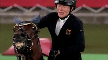 Ολυμπιακοί Αγώνες 2020: Αντί να φέρεται με τον καλύτερο τρόπο στο άλογο, μια προπονήτρια ιππασίας θέλησε να το... τιμωρήσει χτυπώντας το!