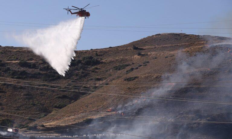 Φωτιά Κερατέα: Διερευνάται το περιστατικό να ξεκίνησε από φωτοβολίδα – Υπάρχει βίντεο