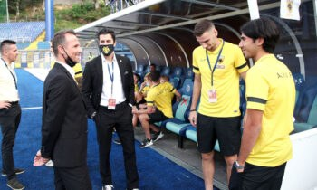 Οι ποδοσφαιριστές της ΑΕΚ τα «άκουσαν» για τα καλά από τον Βλάνταν Μιλόγεβιτς την Παρασκευή. Την Κυριακή… μία από τα ίδια από τον Παναγιώτη Κονέ.
